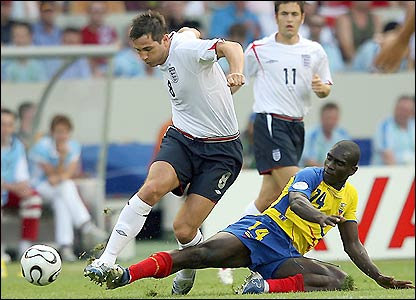 Frank Lampard is challenged by Segundo Castillo