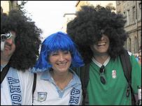 Aficionados argentinos y mexicanos en Leipzig.