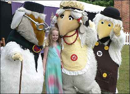 The Wombles with a fan