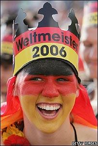 Alemana con bandera de su pa�s pintada en la cara.