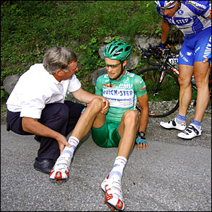 Points leader Tom Boonen crashes out of the race
