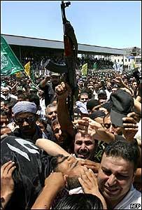Miembros de los Comités de Resistencia Popular Palestina entierran a su líder Jamal Abu Samhadana