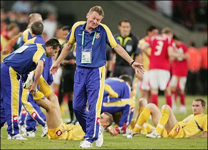 Ukraine receive attention from the physios before extra time