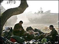 Tropas israelíes se concentran en la frontera