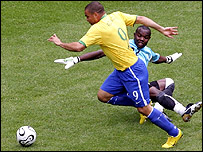 Ronaldo rounds Richard Kingson to break the World Cup finals record