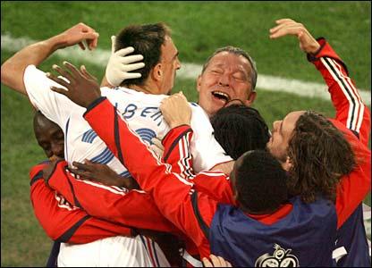 France celebrate Franck Ribery's equaliser