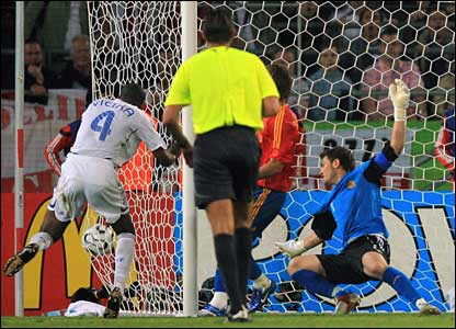 Patrick Vieira makes it 2-1 for France