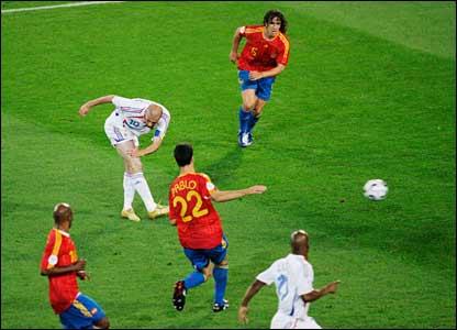 Zinedine Zidane scores France's third goal