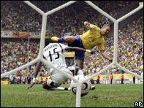 Ronaldo convierte su gol 15 en mundiales, nuevo r�cord.