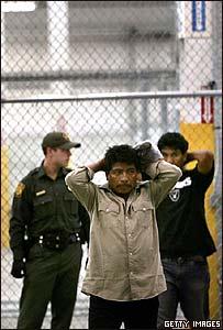 Indocumentado mexicano en la frontera con Estados Unidos.