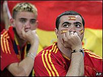 Aficionados espa�oles tras la derrota ante Francia.