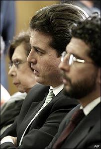 Hijo de Luis Carlos Galán (al centro).
