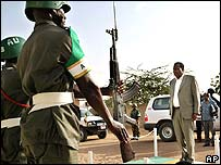 AU head  Alpha Oumar Konare inspects an honour guard in Darfur, Sudan