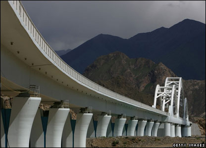 A railroad bridge of the Qinghai-Tibet Railway in the shape of a Tibetan Hada (or Khatag) white scarf  - 24/6/06