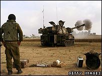 An Israeli mobile artillery unit fires a shell into the Gaza Strip 