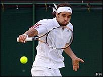 El chileno Fernando González remontó dos sets para derrotar al ruso Marat Safin.