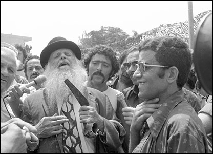 Religious man holding ceremonial shofar (pic courtesy IDF Archives)
