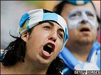 Argentino hinchando a su equipo