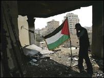 Ruinas del edificio del ministerio del Interior palestino luego de un ataque aéreo israelí