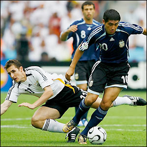 Juan Roman Riquelme leaves Miroslav Klose in his wake