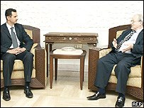 Presidente sirio, Bashar al-Assad con Secretario General de Fatah, Faruq Qaddumi.