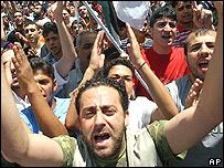 Refugiados palestinos protestan incursión aérea israelí en Damasco, Junio 30.