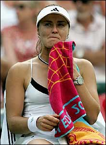 Hingis takes a break between ends
