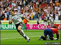 Miroslav Klose empat� el encuentro