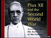 Cubierta de un libro sobre el Papa Po XII y la Segunda Guerra Mundial
