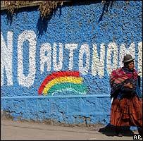 Pintada en la pared en contra de las autonomías