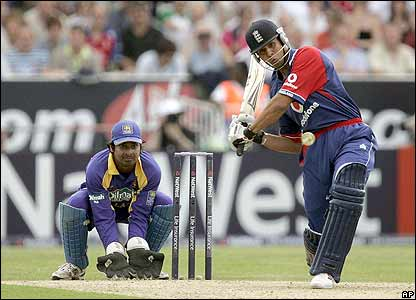 Vikram Solanki scores a useful 44