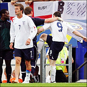 David Beckham (left) and Wayne Rooney (right)