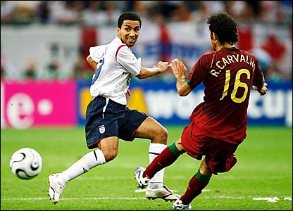 Aaron Lennon is stopped in his tracks by Ricardo Carvalho