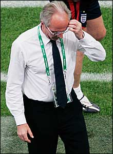 Sven scratches his head after defeat on penalties to Portugal in 2006