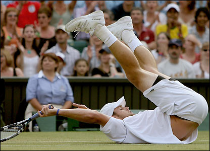 Andy Roddick falls on Centre Court