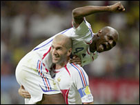 Zinedine Zidane provides Patrick Vieira with a lift