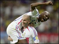 Zinedine Zidane provides Patrick Vieira with a lift