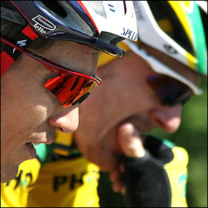 Floyd Landis and Robbie McEwen ride side by side