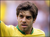 Brazil midfielder Juninho Pernambucano retires from international football
