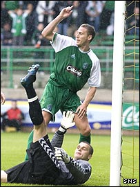 Chris Killen celebrates the opening goal at Easter Road