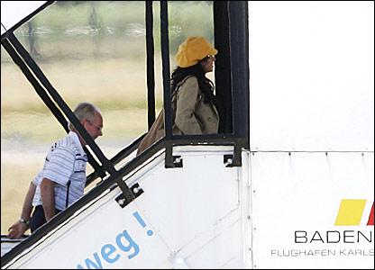 Sven and Nancy board the plane