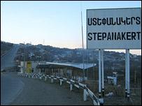 Дорожный знак в Нагорном Крабахе