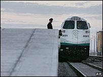 Locomotive for Beijing-Lhasa train - 3/7/06