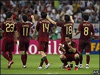 Jugadores de Portugal celebran su victoria