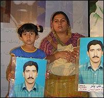 Muzaffar Bhutto's family with his photograph