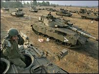 Israeli tanks prepare to move towards the Gaza Strip