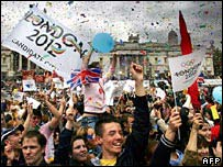 Crowds celebrate London's victory in Trafalgar Square