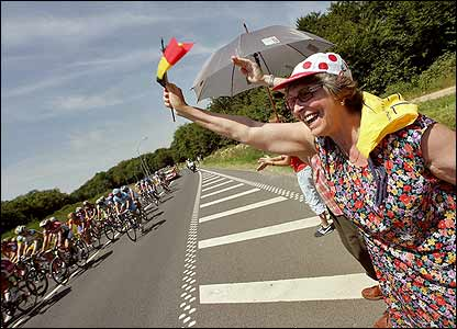 A spectator waves a Belgiam flag