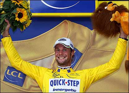 Tom Boonen celebrates claiming the yellow jersey