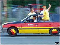 Auto pintado con los colores de la bandera alemana